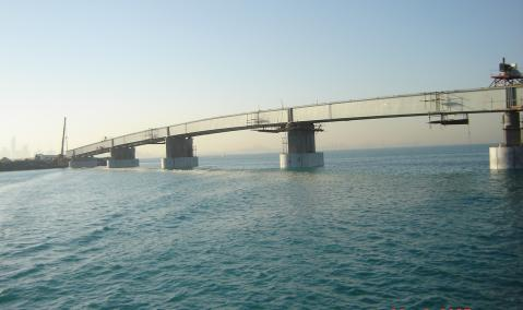 U.A.E. — Dubai — Palm Island : East and West Crescent Bridges