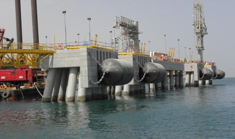 U.A.E. — Dubai — Jebel Ali DUSUP LNG Terminal : Construction of Jetty