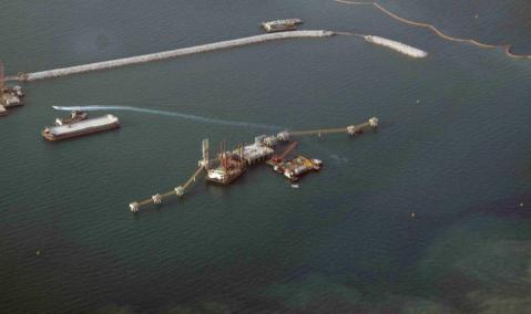 U.A.E. — Dubai — Jebel Ali DUSUP LNG Terminal : Dredging and Breakwater Works