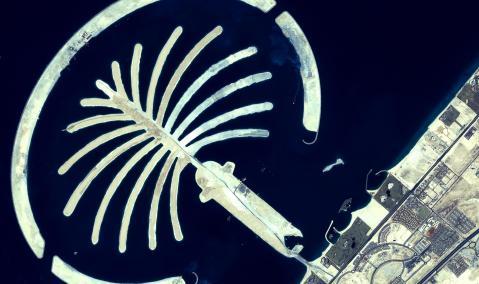 U.A.E. — Dubai — Palm Island: Construction of the Crescent Breakwater