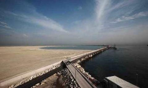 U.A.E. — Dubai: Breakwater for Maritime City
