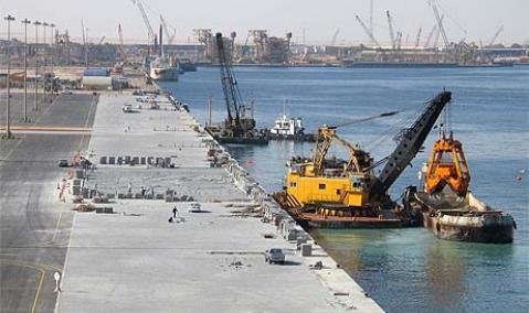 U.A.E. — Dubai — Jebel Ali : Quaywall Deepening for Berths 44-48
